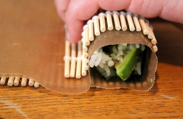 Makizushi Sushi Rolls at Home: Roll Up